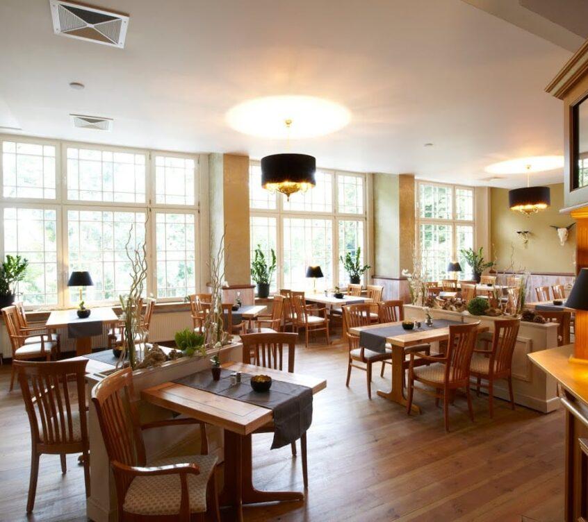 Idyll am Wolgstsee – Restaurant – Saal mit Tresen