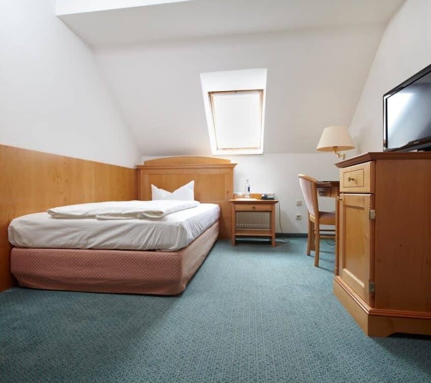 Idyll-am-Wolgastsee-Einzelzimmer-Schlaf–und-Wohnbereich
