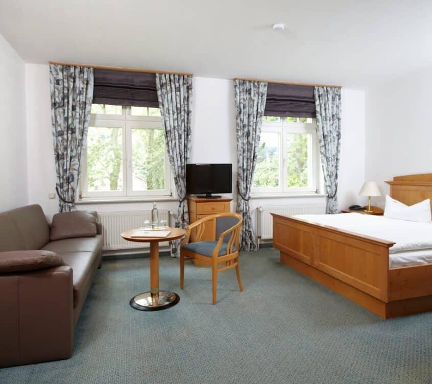 Idyll-am-Wolgstsee-Doppelzimmer-Komfort-Schlaf–und-Wohnbereich-2