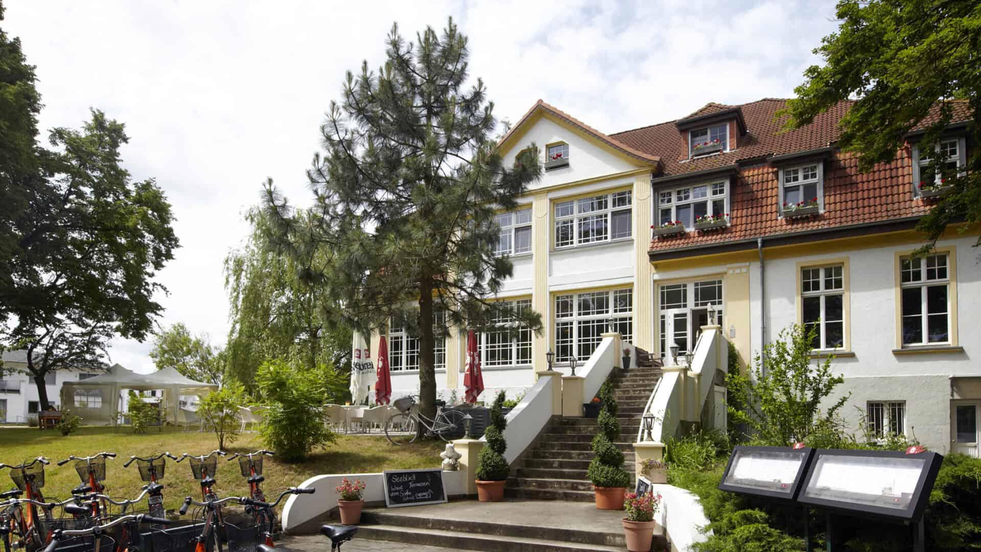 idyll-am-wolgastsee-treppe-mit-fahrradstellplatz